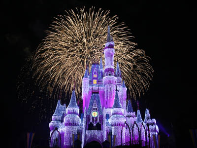 the new castle dream lights are beautiful and really add to the festive holiday atmosphere at mickeys very merry christmas party